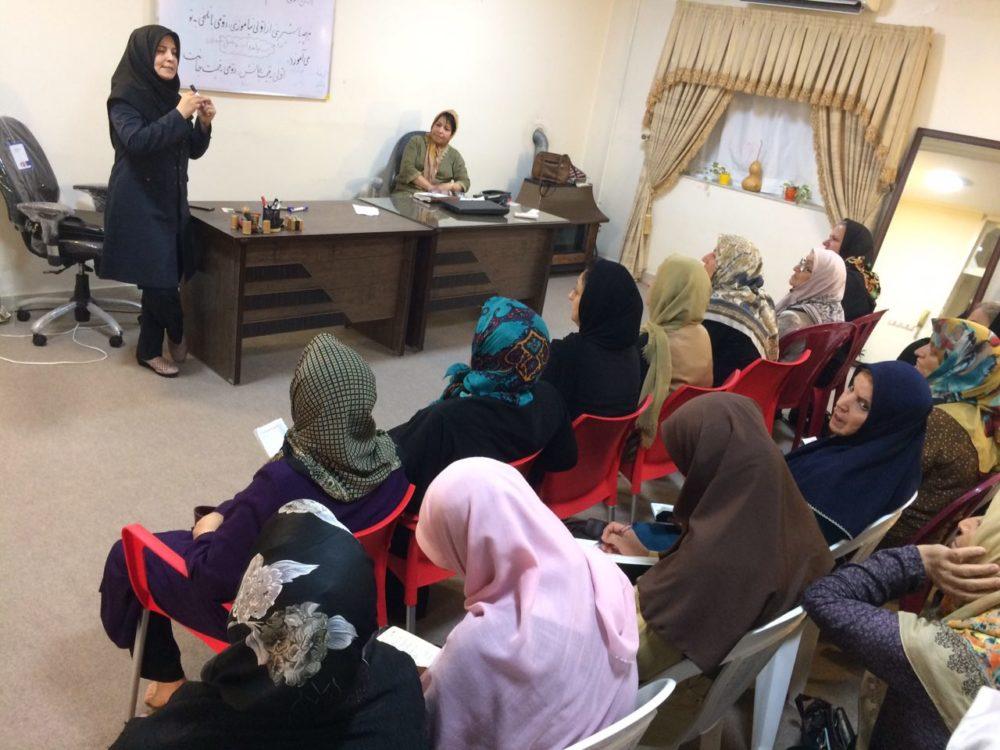 کارگاه آموزشی خودمراقبتی و تغذیه مناسب توسط خانم دکتر معینی متخصص طب سنتی