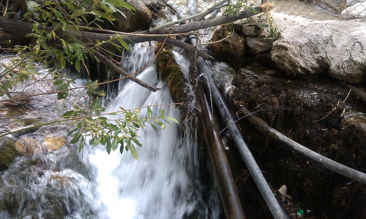 طبیعت آب درمانی  در آبشار ارجمند فیروزکوه ورسه خواران