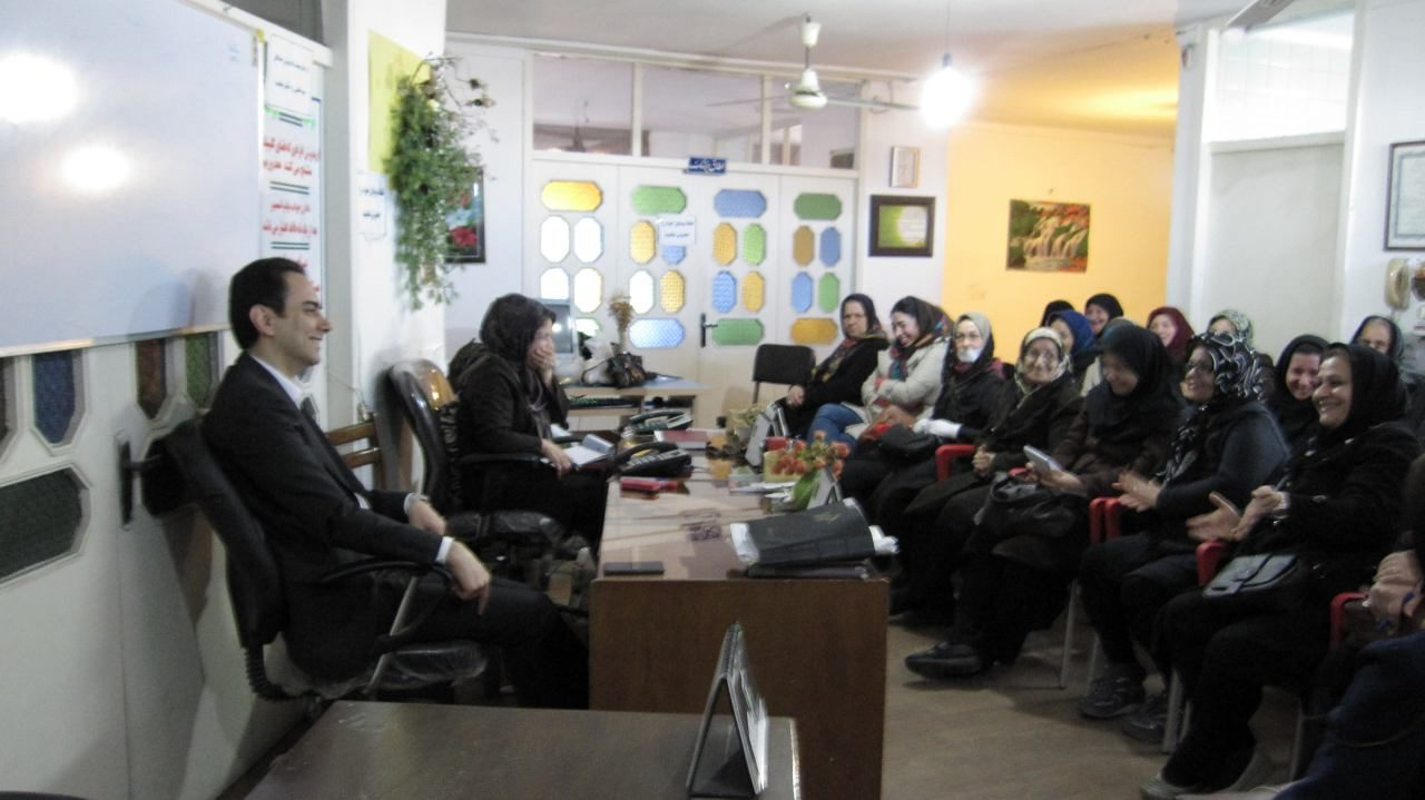 کارگاه آموزشی راز شاد زیستن با دکتر روانپزشک رضا فقیه نصیری جلسه روان درمانی