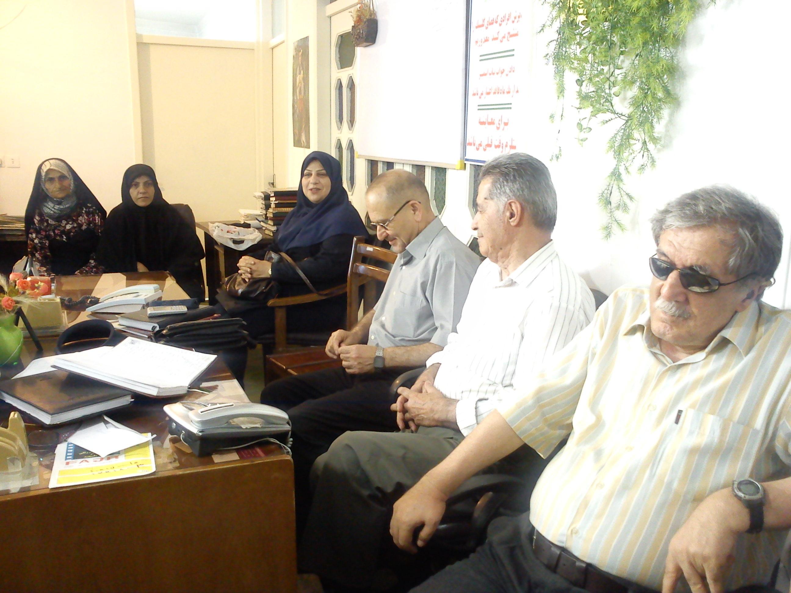 جلسه خیرین در کلینیک تشخیصی سرطان بابل  گروه درمانی راز شاد زیستن