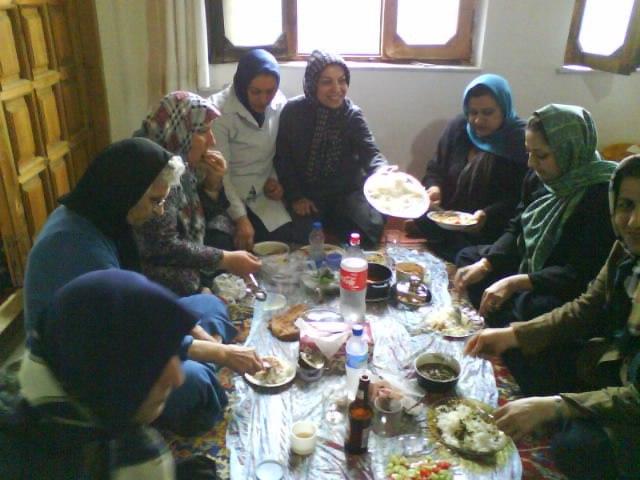 اردوی گروه درمانی راز شاد زیستن در مازندران  منطقه سنگچال